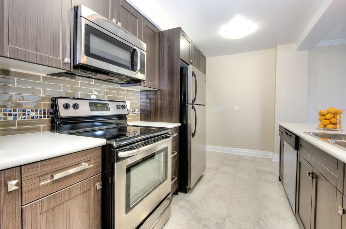 Great Modern Kitchen At The Lakeshore Club 5220 Lakeshore Rd Burlington To Book A Viewing Or For More Informatio Modern Kitchen Apartments For Rent Kitchen