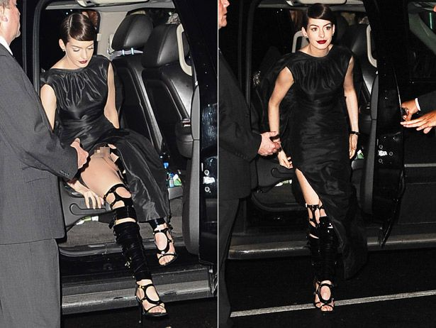 Anne hathaway killing it stepping out of her limo she looks hot i want those shoes - Commando ropa interior ...