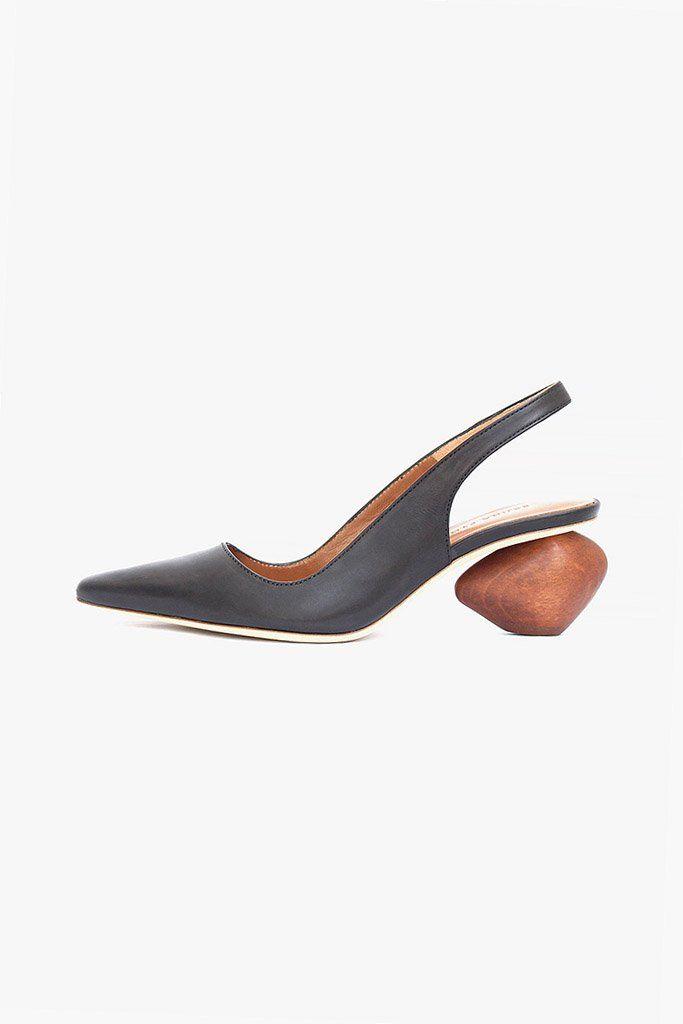 MARGOT MULE - Sandalias planas - black TERREX CMTK GTX - Zapatillas de senderismo - legink/crywhite/clemin BARGE - Zapatillas skate - black/bronze TERREX AX2R - Zapatillas de senderismo - carbon/grey four/solar slime HIGH - Botas para la nieve - atlantic WEAVER - Botines con cordones - black XbBUUEfAM