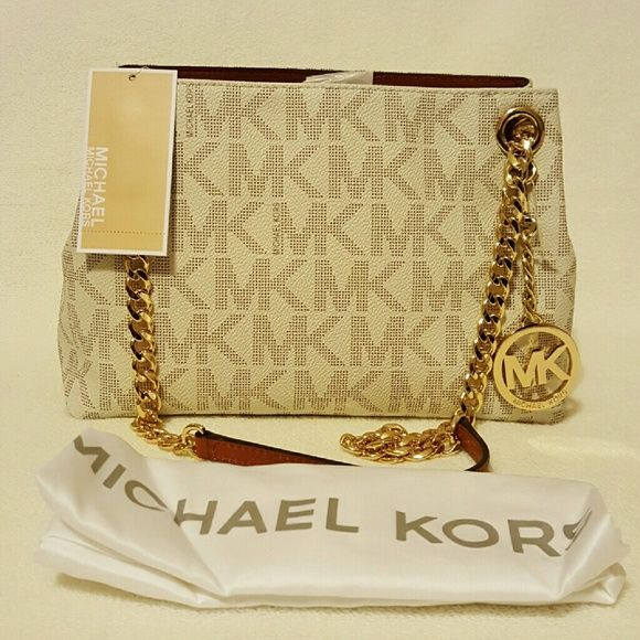 ae4cd0b846d1 Michael Kors Jet Set Chain Medium Messenger Purse NWT - - Color  Vanilla MK  Signature - - Comes with a dust bag - - Brand New with tags - - 100%  Authentic ...