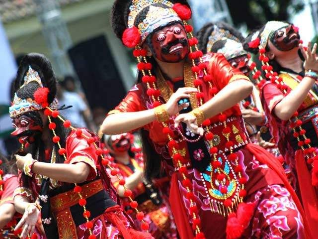 Indonesian Traditional Dance Tari Topeng From West Java Indonesia Where The Dancers Wear Masks During The Dance Topeng Tarian Gambar Kartun