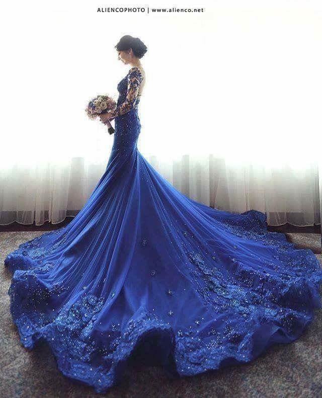 Vestido de novia en azul rey
