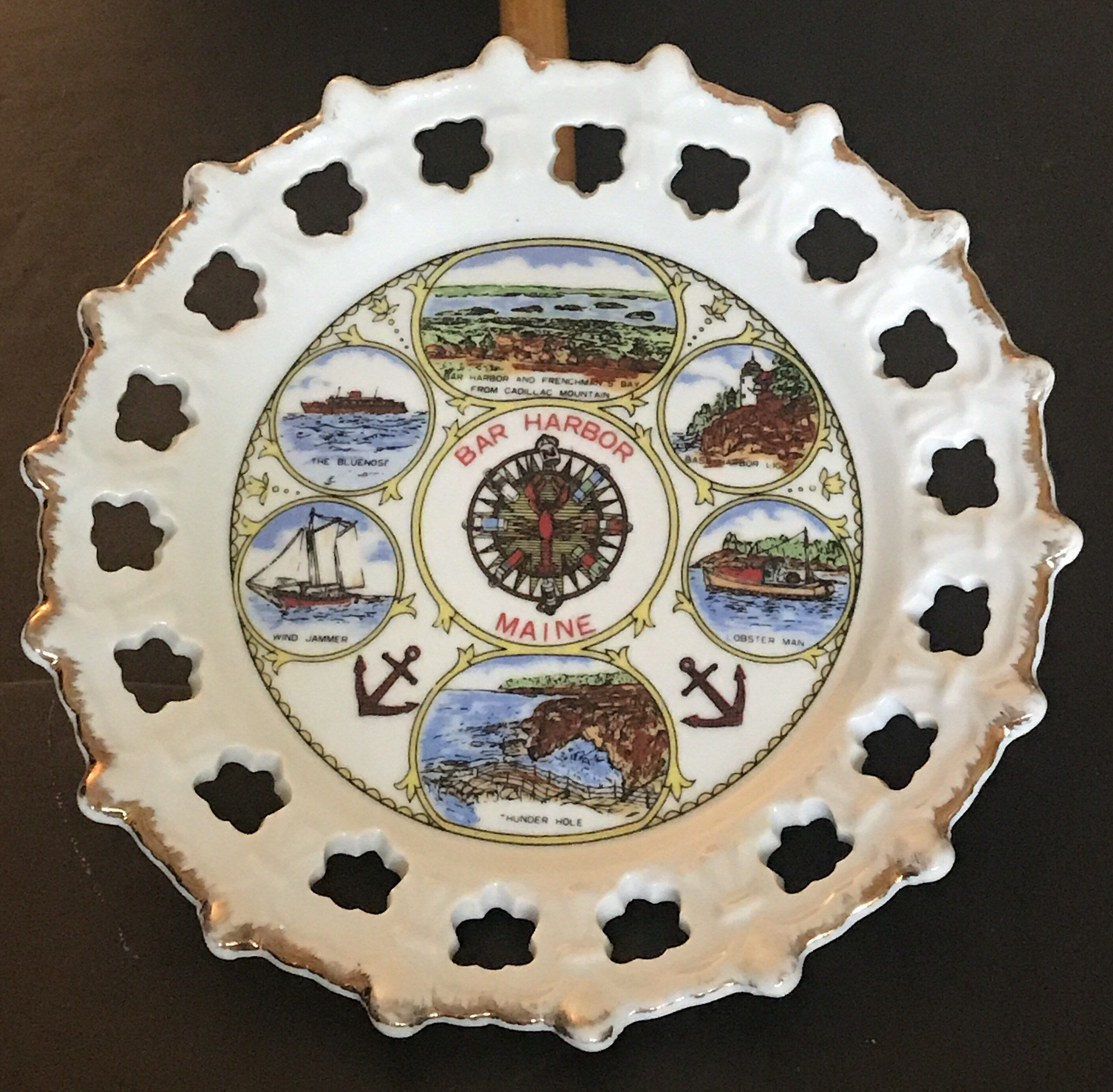 State Of Maine Bar Harbor Vintage Kitschy Collectible Souvenir Ceramic Display Plate 8 Inch In 2020 Plate Display Ceramics Kitschy