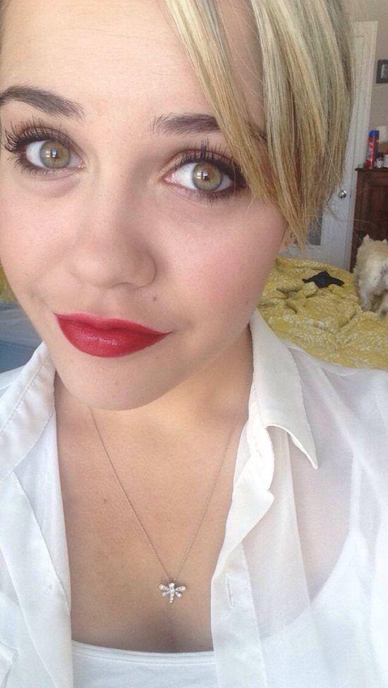 Lápiz labial rojo es siempre un buen toque
