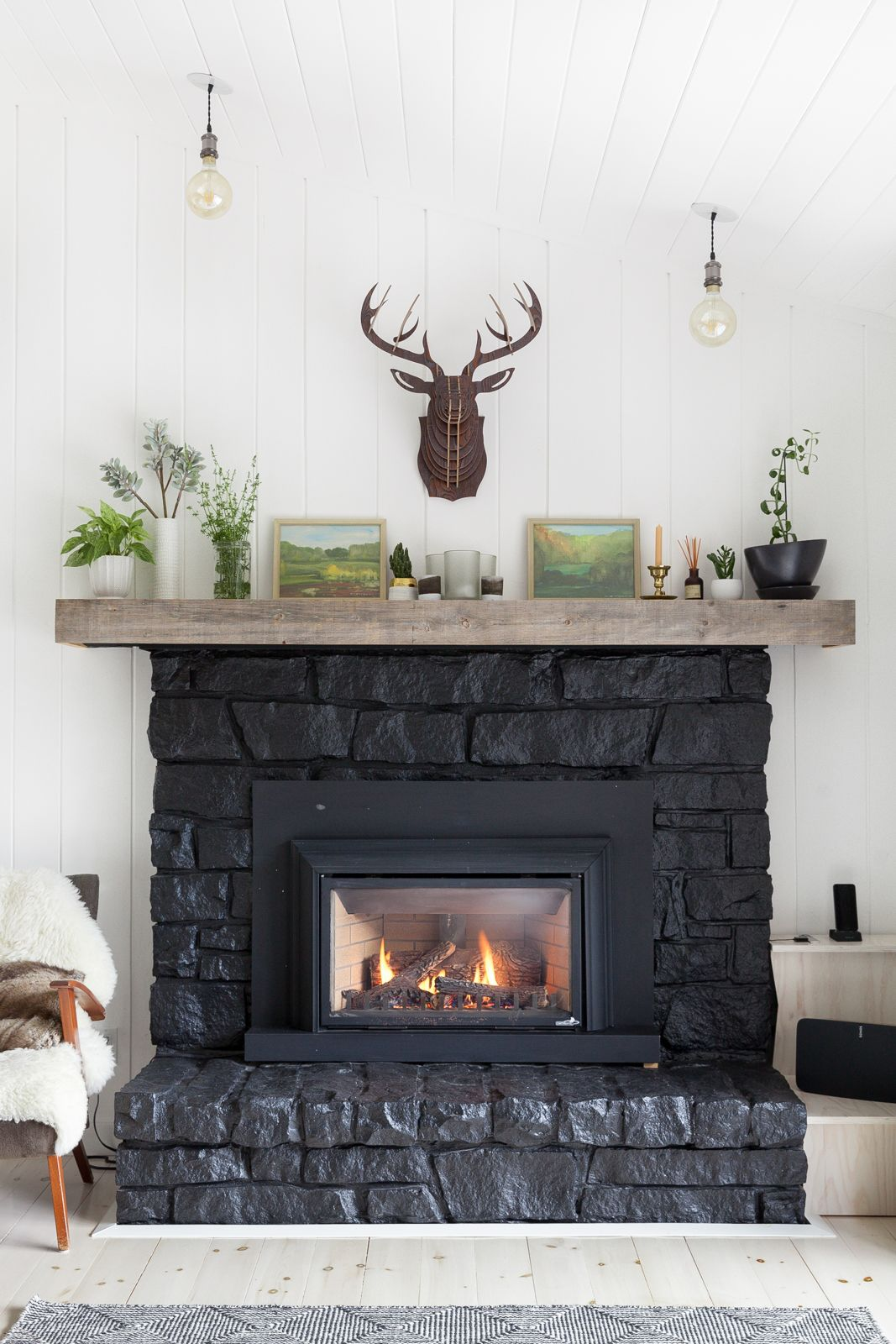 15 Cozy Farmhouse Living Room Ideas That Spell Fall Comfort Stone Fireplace Designs Fireplace Mantel Decor Fireplace Art