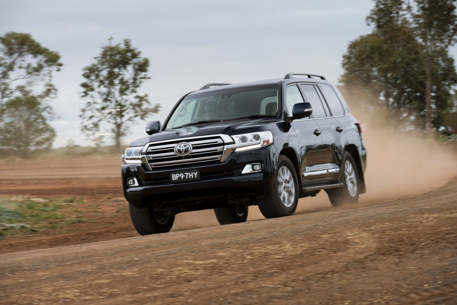Facelifted toyota land cruiser 200 unveiled in japan w video