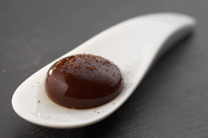 Coffee Sphere - Spherification, the technique developed by Ferran Adrià, is applied to coffee, to give an amazing effect: liquid coffee enveloped in a transparent membrane, which explodes on the palate to release its full aroma.