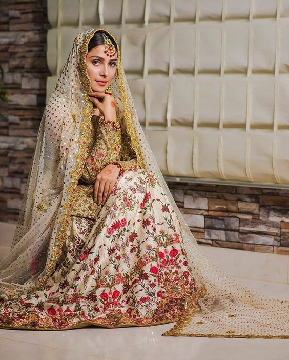 Get The Best Designer Bridal Dresses In Delhi At South Extension Bridal Dress Design Lehenga Designs Bridal Dresses