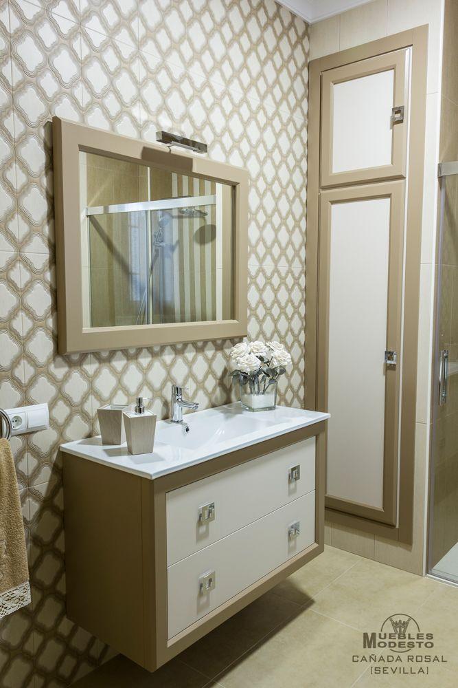 Mueble de baño suspendido en color blanco roto y beige. Dos cajones ...