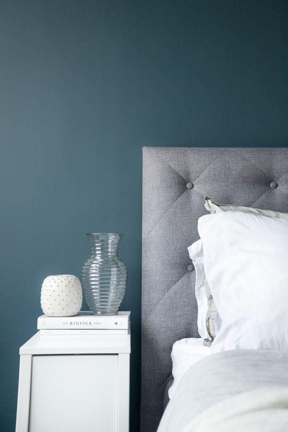 Rustige kleur combinatie van grijs, blauw en wit | Slaapkamer ...