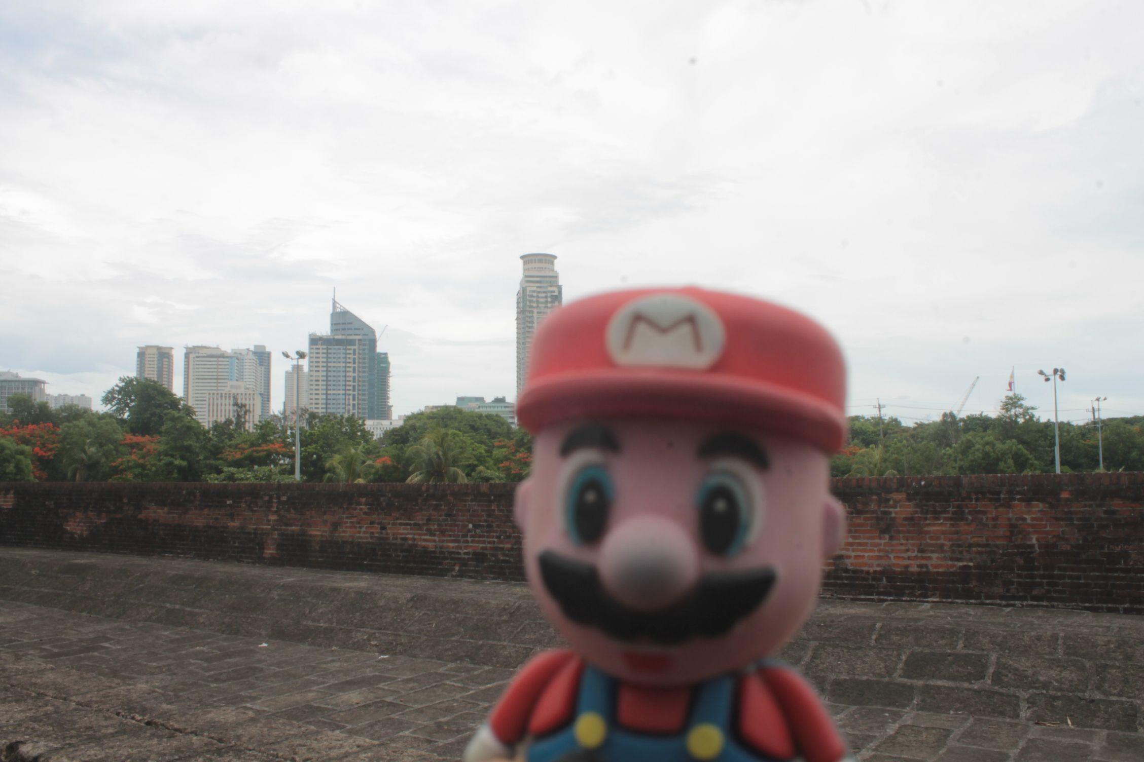Con el skyline de Manila a la espalda