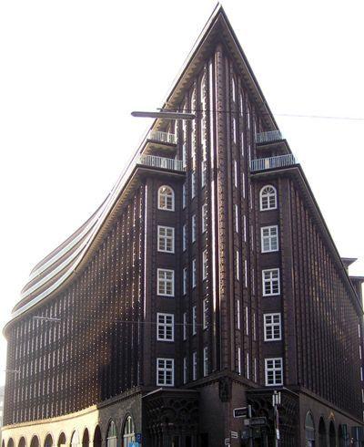 EXPRESIONISMO. Casa de Chile en Hamburgo (1922-1924), por Fritz Hoger. Un expresionismo no vanguardista sino romántico, casi gótico, profundamente artesanal, ligado a la tierra y las tradiciones nacionales alemanas.
