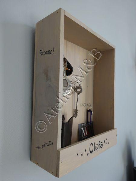 Boite A Clefs A L Origine C Etait Une Petite Caisse Contenant Des Bouteilles De Vin Portant Des Inscript Boites A Vin En Bois Boite A Clefs Deco Caisse De Vin