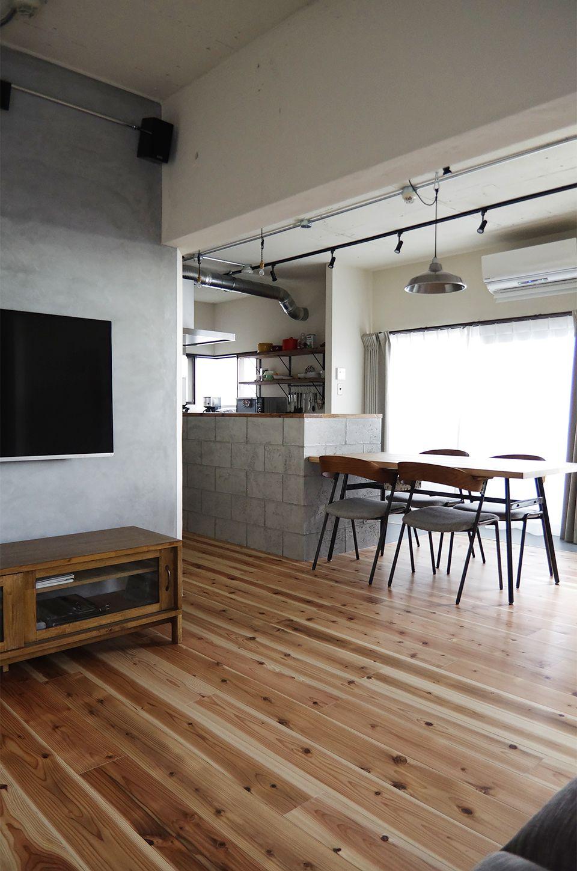 Eight Design コンクリートブロック風に仕上げたモルタルのキッチン腰
