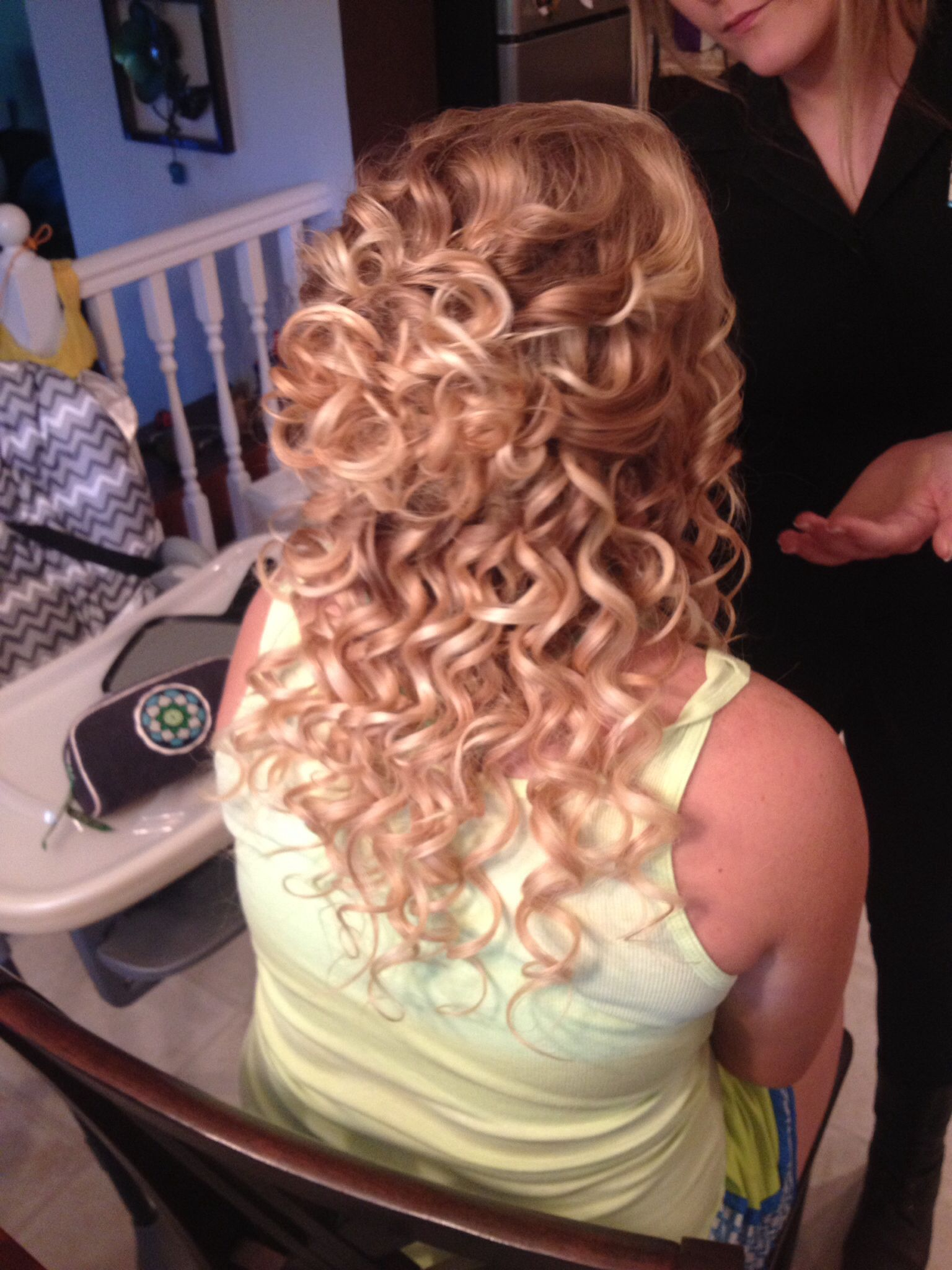 Homecoming hair curls formal halfup extensions blondehair