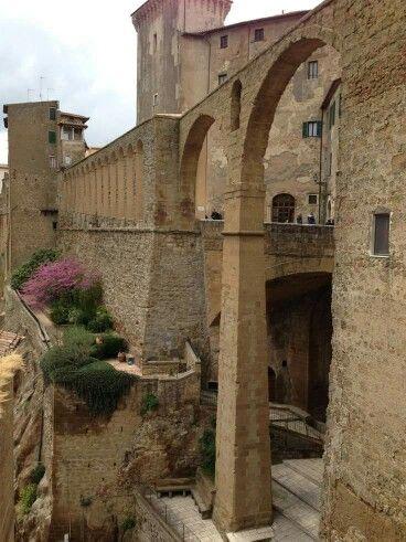 Acquedotto Mediceo, Tuscany, Italy