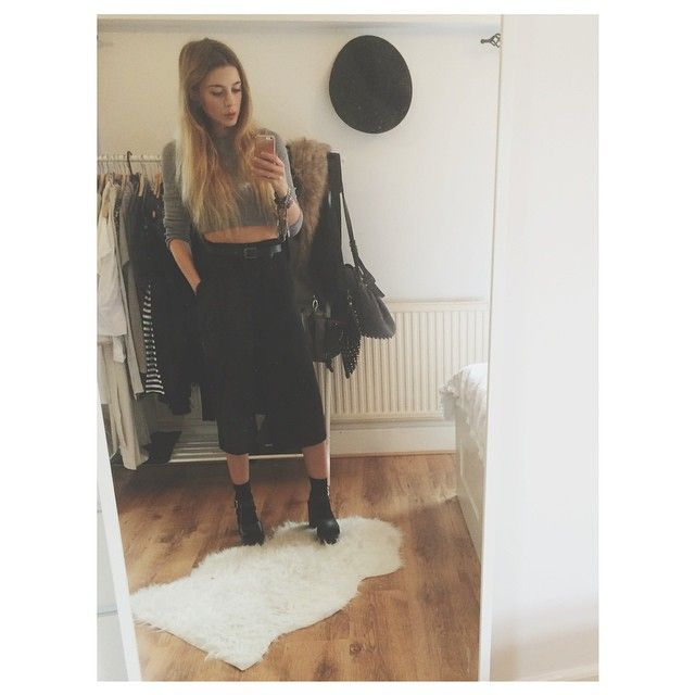 Socks + sandals + culottes = ugly fashion math #ootd #wiwt (p.s my first new room selfie!)