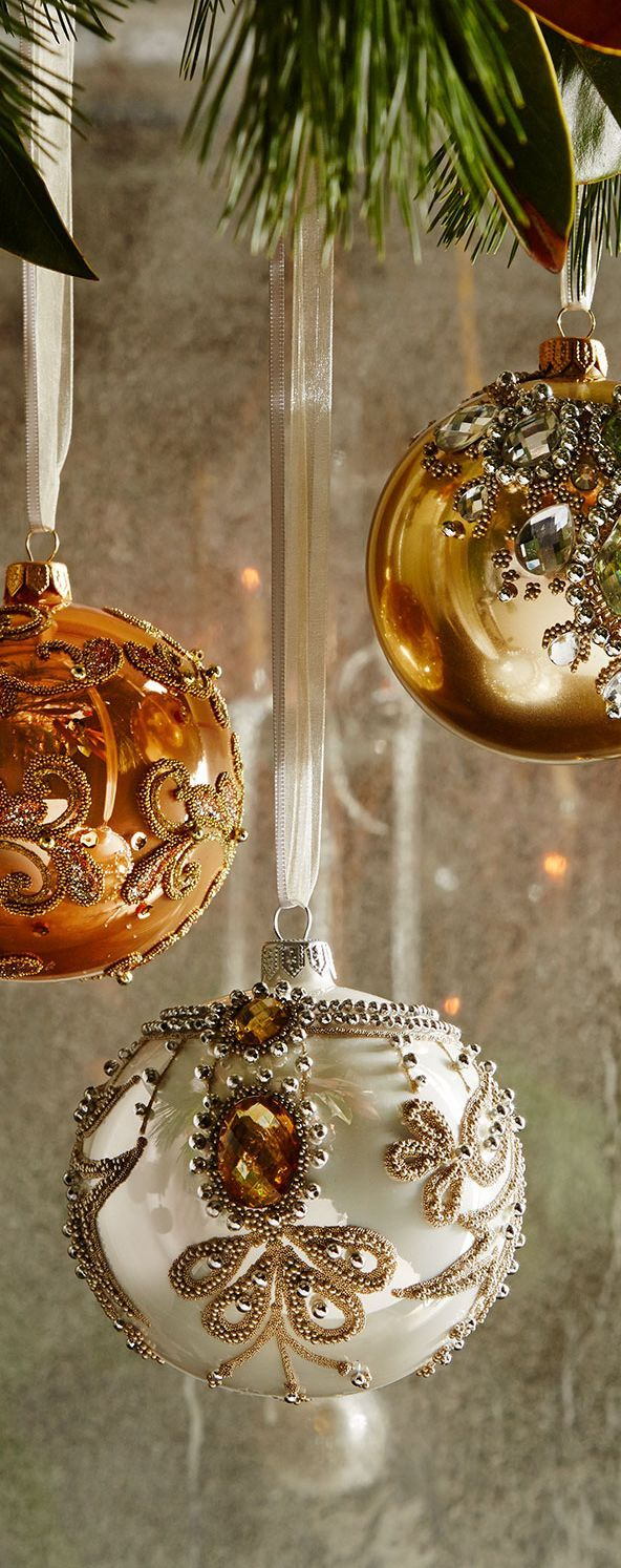 Best 25+ Gold Christmas Ornaments Ideas On Pinterest  Elegant Christmas  Trees, Glass Christmas Baubles And Gold And Silver Christmas Trees