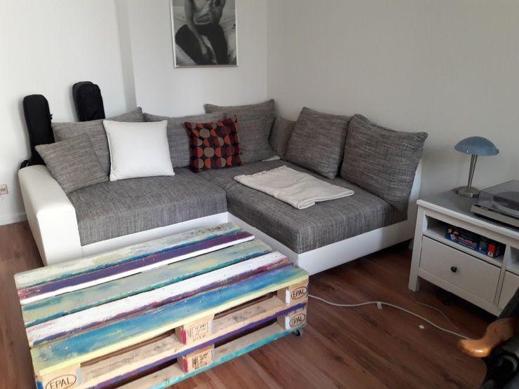 Bunt lackierter Palettentisch für Wohnzimmer günstig aber schick - wohnzimmer couch günstig