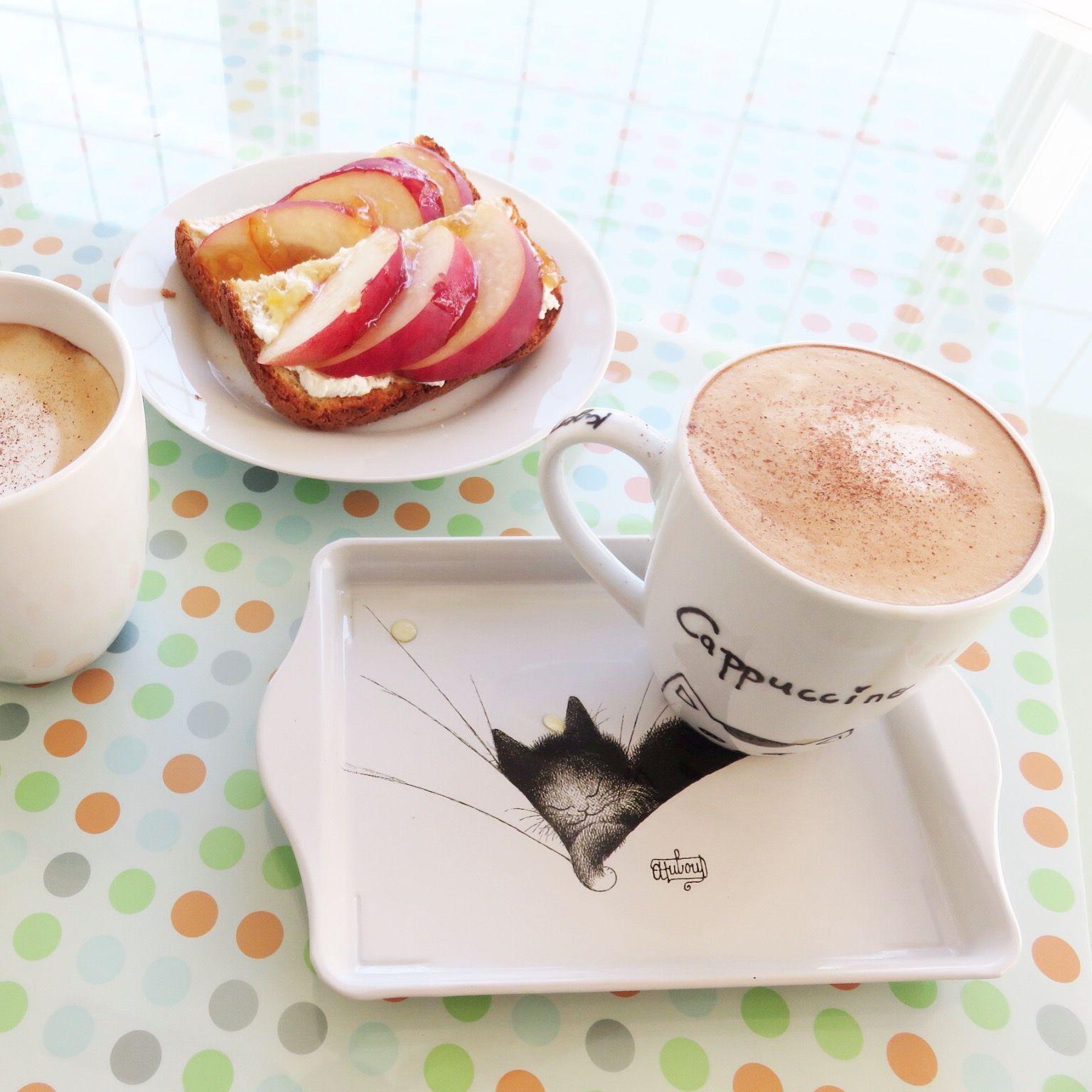 Cappuccino and peach open sandwich. 오늘아침은 간단히 토스트에 크림치즈, 유자꿀과 복숭아를 얹은 오픈 샌드위치와 카푸치노 한잔으로 땡침!