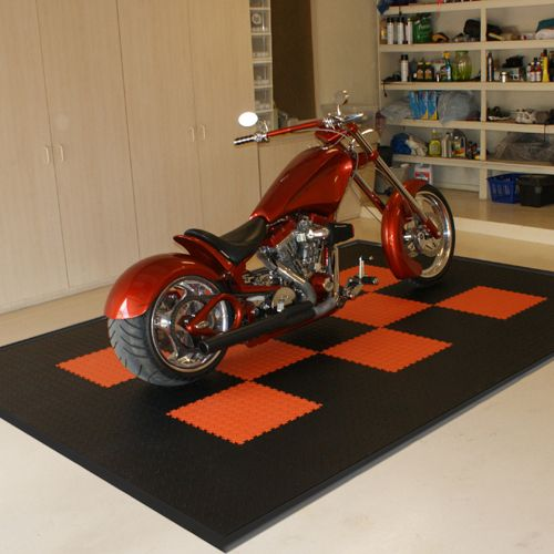 This motorcycle mat loves the harley davidson custom bike