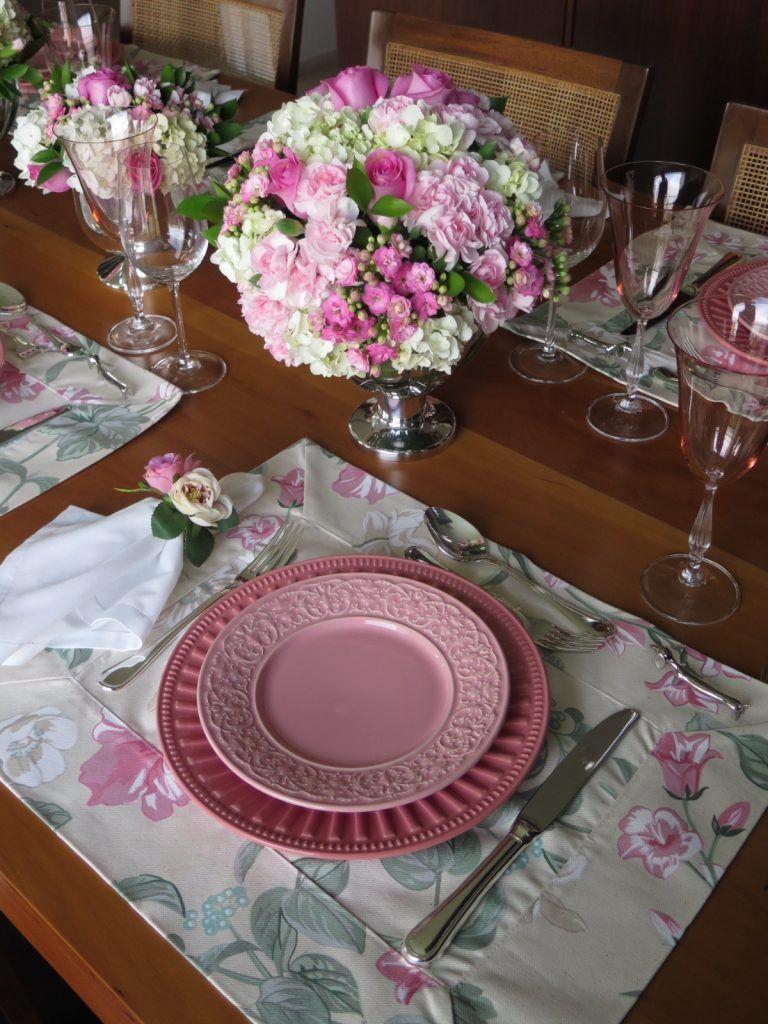 Almoço em homenagem ao Outubro Rosa Mesas Decoradas Mesa posta, Decorações de mesa e Mesa  -> Decoração Mesa Outubro Rosa