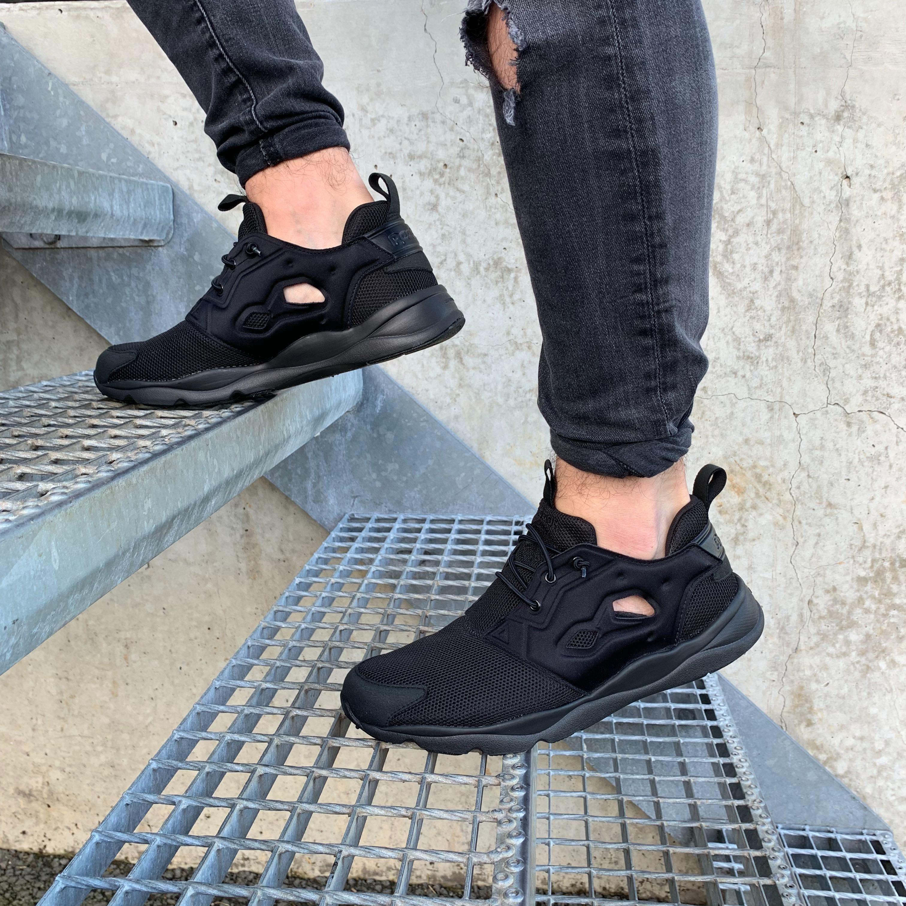 NEU Reebok Furylite Triple Black Trainer Sneaker V67159
