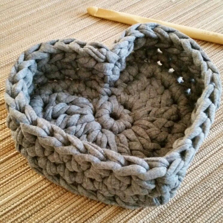 k rbchen in herzform aus hoooked zpagetti textilgarn crea pinterest h keln stricken e. Black Bedroom Furniture Sets. Home Design Ideas