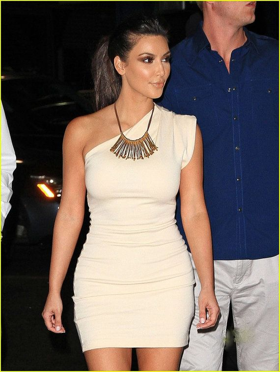 What style necklace with one shoulder dress