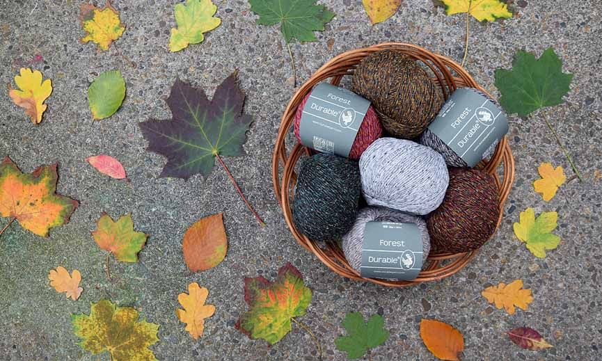 Durable Forest is een gemêleerd garen wat bestaat uit 45% acryl, 37%  merinowol en 18% zijde. Hierdoor krijgt dit garen een verleidelij…