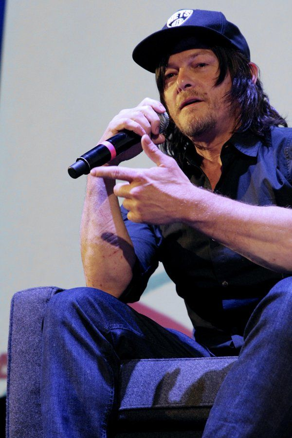More #MFF16 highlighting the meaty, meaty #ReedusForearms
