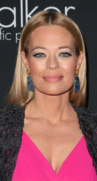 Photo of Jeri Ryan Rosa Lippenstift