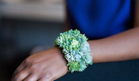 Striking succulent cuff bracelet por PassionflowerToWear en Etsy, $175.00