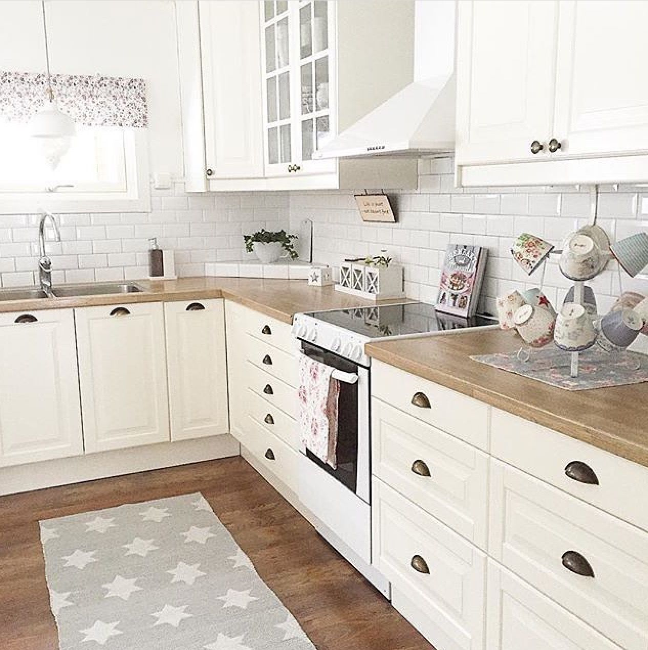Küche Bodbyn Weiß Pin By Vanessa Donatiello On Kennet Mansions <3 | Farmhouse Kitchen Design, Small Modern Kitchens, Kitchen Interior