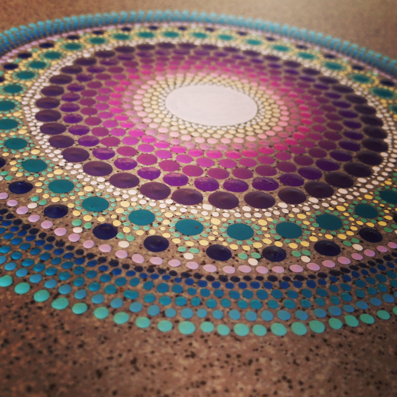 Manadala carrelage mandala vie peinture pointillisme - Peinture sur galet mandala ...