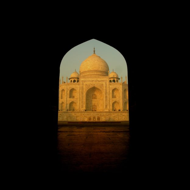 All You Need To Know About Taj Mahal Easy Beginners Historical Monuments Historical Place Tourist Places