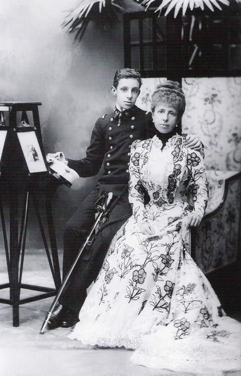 Resultado de imagen de alfonso XIII con su madre