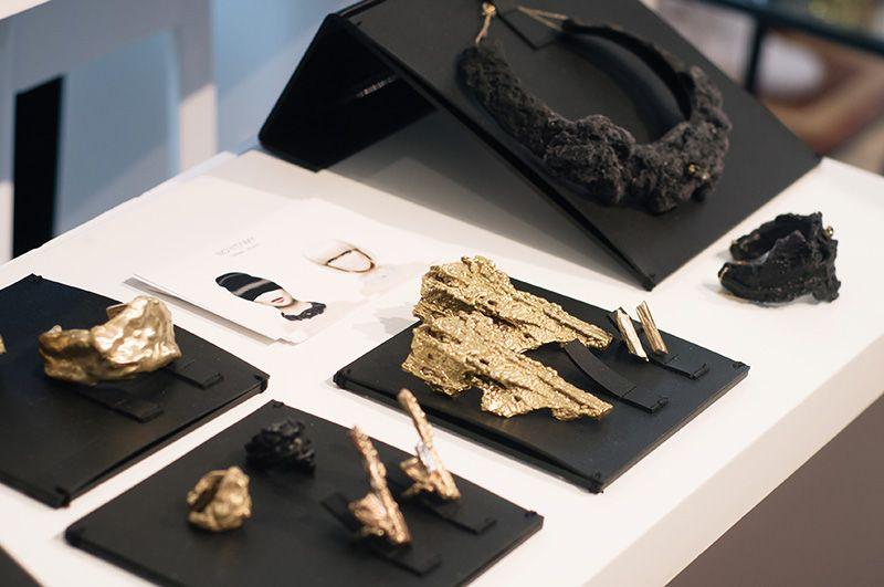 London Fashion Week Spring Summer 2015 Designer Showrooms Somerset House Noritamy Jewellery Black And Gold Statement Organic Neckla Exhibidor De Joyeria Exhibicion De Joyas Y Soporte Para Joyeria