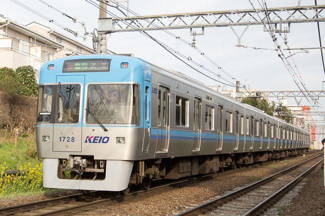 京王井の頭線1000系車両 1996年にデビューし 145両が在籍する 先頭部分は レインボーカラー と呼ばれるパターンが7種類あり 車両番号によりその色が異なる 写真は ライトブルー の編成 車両 鉄道車両 私鉄