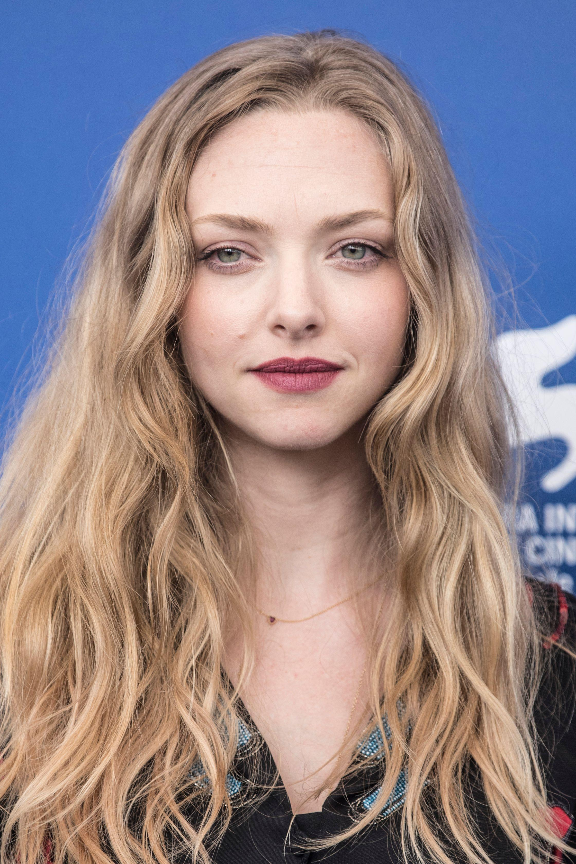 I got curl type 2A and my hair twins are: Emma Stone, Amanda Seyfried, Nicole Richie!