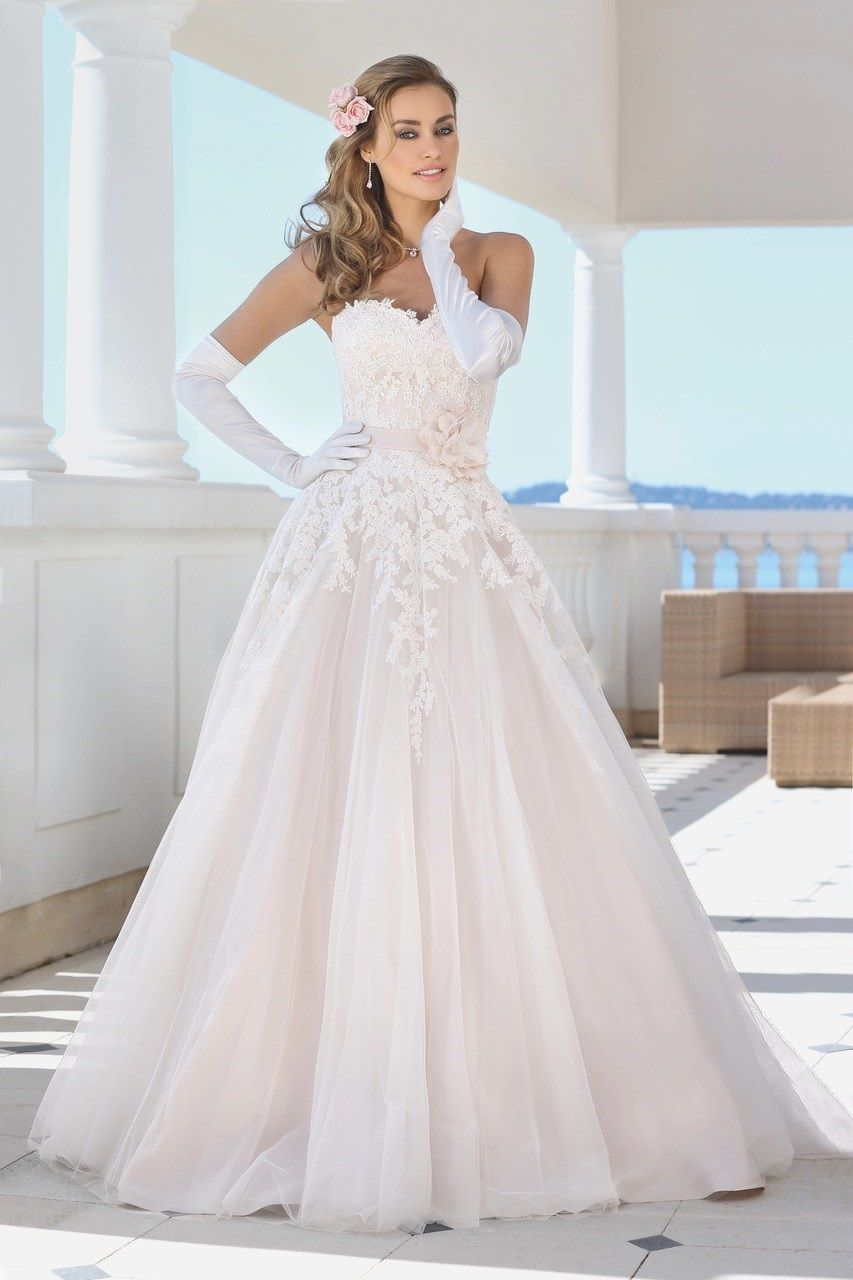 958bb14d1c14 Gli abiti da sposa più belli del 2019 London Bridal Week - LadyBird