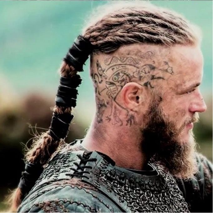 o lend rio rei viking ragnar lothbrok interpretado por travis fimmel na s rie vikings vikings. Black Bedroom Furniture Sets. Home Design Ideas