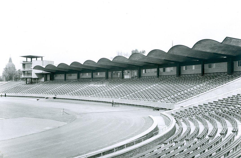Hannover Niedersachsenstadion 1955 Kurz Nach Fertigstellung Haupttribune Samml Hameister Jurgen Hameister Bild 1 Aus Be Hannover Hannover 96 Niedersachsen