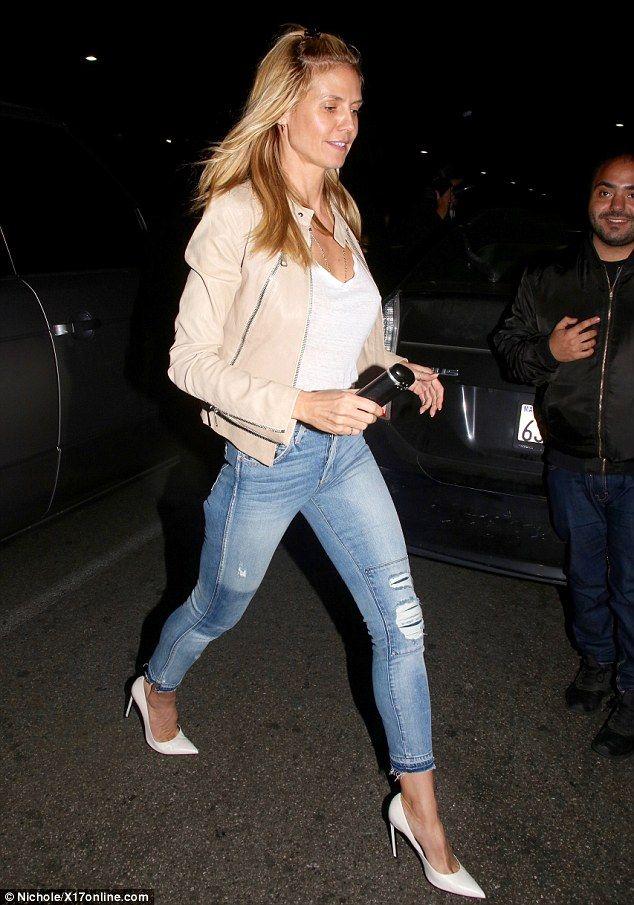 28b5f8b0d218 Make-up free Heidi Klum enjoys casual night with younger boyfriend ...