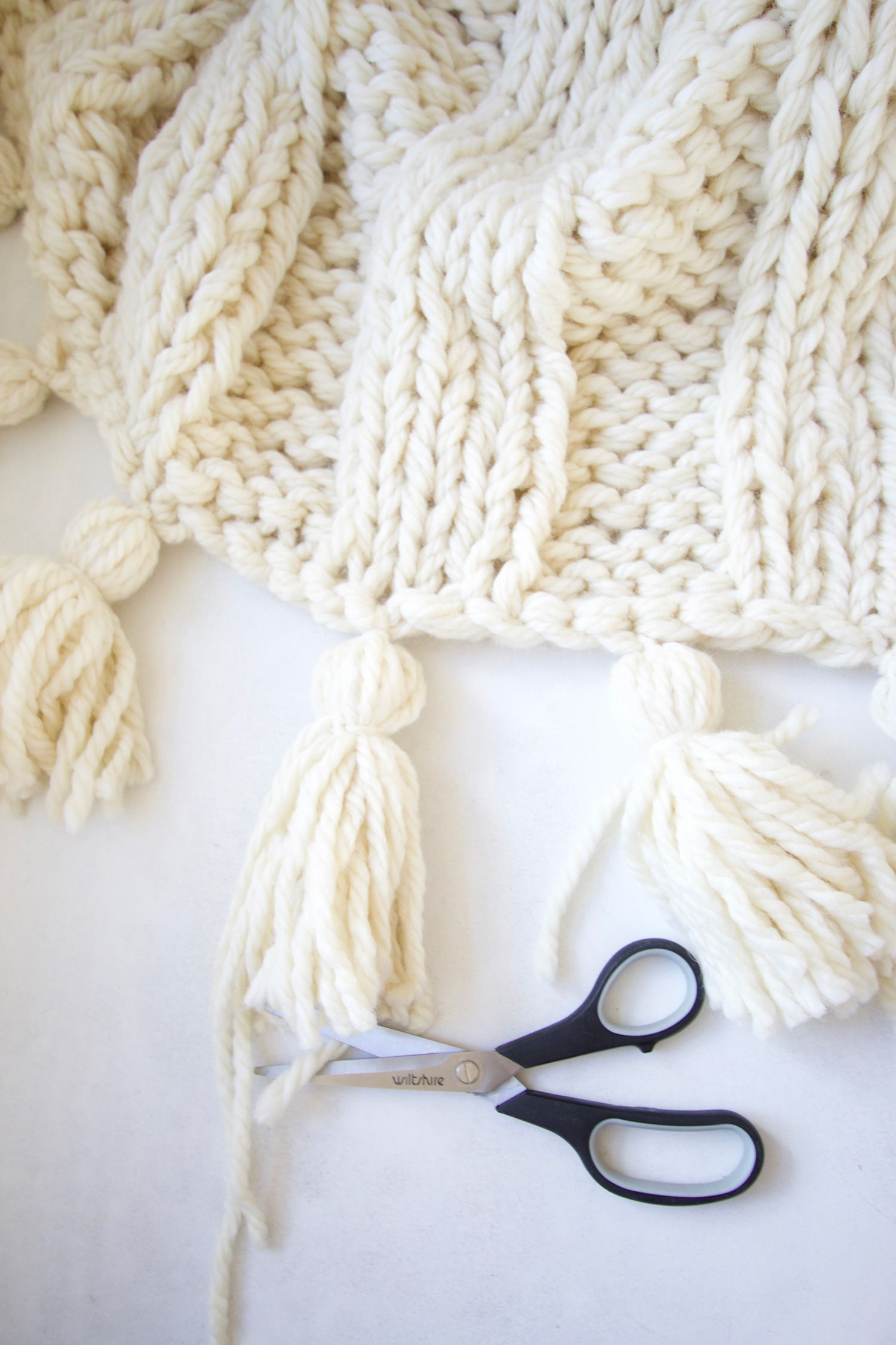 How to make a yarn tassel | Tassels, Yarns and Crochet