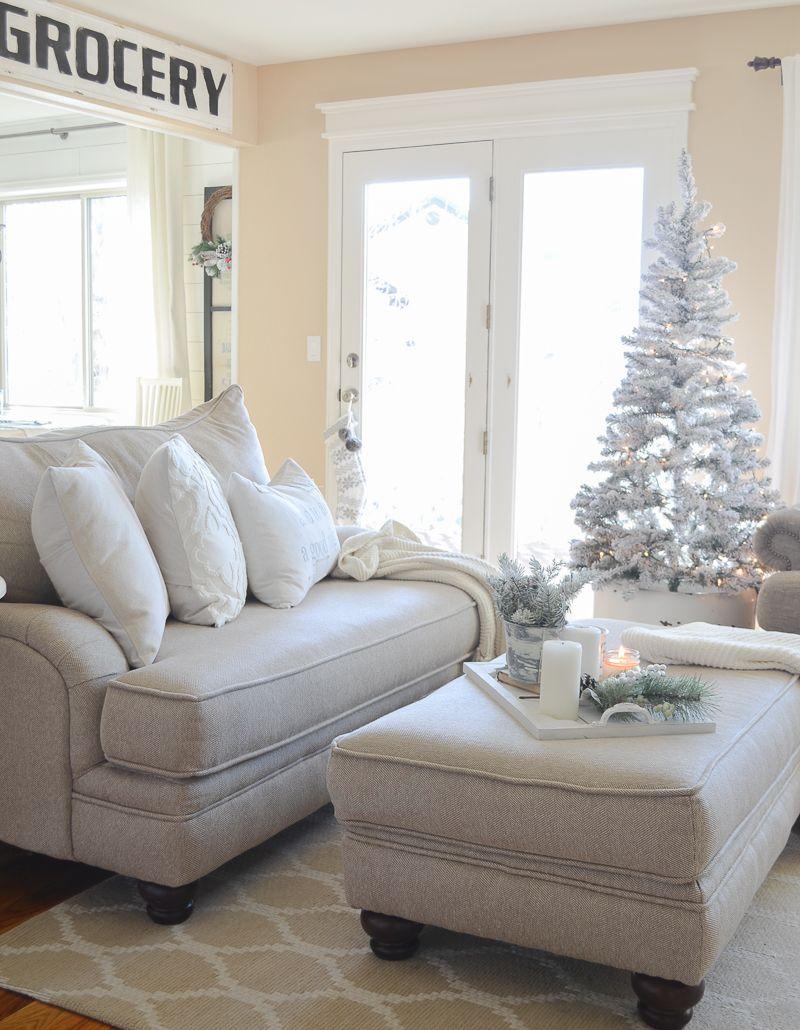 Cozy Farmhouse Christmas Living Room | Farmhouse style, Christmas ...