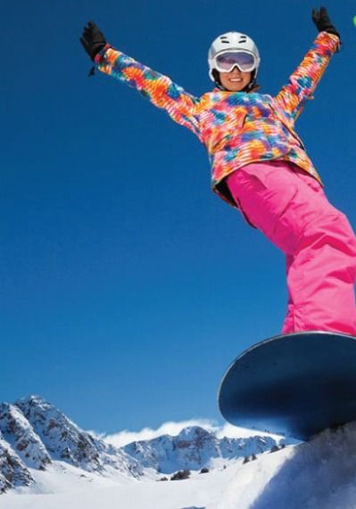Hitting the slopes? Try out these 9 snowboarding tips!