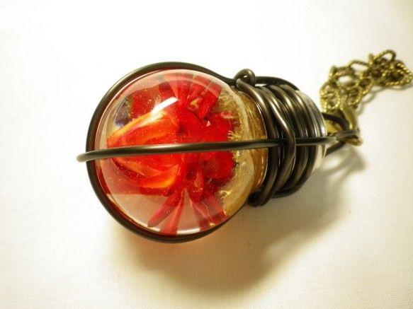 素材:樹脂・真鍮(チェーン)電球のサイズ:直径約36mm×高さ約70mmチェーンの長さ約12.5cm※こちらの商品には、本物のプリザーブドフラワー...|ハンドメイド、手作り、手仕事品の通販・販売・購入ならCreema。