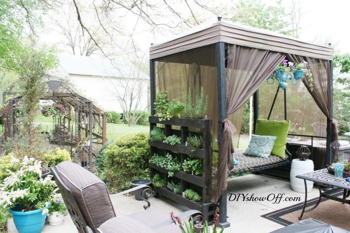 diy vertical garden free standing pallet herb garden home sweet home herb garden pallet. Black Bedroom Furniture Sets. Home Design Ideas