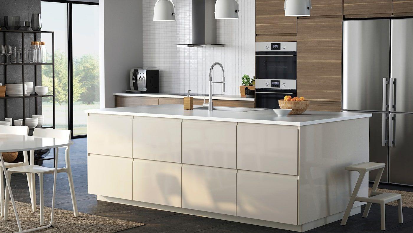 U-förmige küchendesigns kök  voxtorp valnötsmönstrad  köksserie i modern stil  tvättstuga